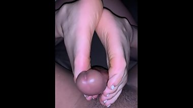 Latina friend gives me a reverse footjob with fressh white toes