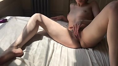Skinny Babe Cums With Her Favourite Toy