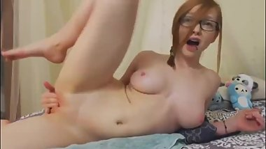 Hot Redhead With Big Pussy Lips Cums Live