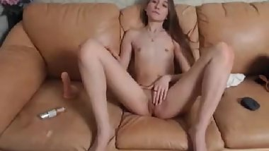 3 18yo cums 2 times with dildo private c2c show