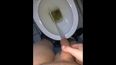 Big Scottish cock pissing