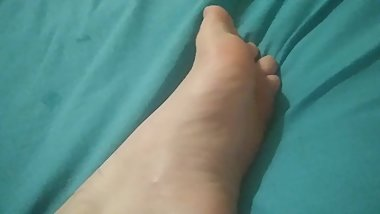 Dribbling cum all over my foot
